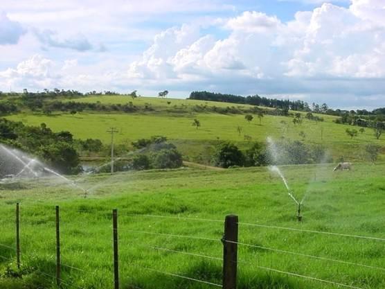 Sistema eficiente de irrigação de pastagens
